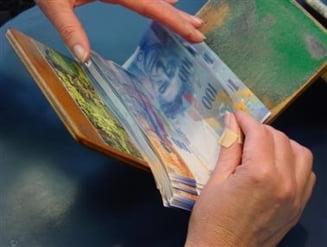 Se cauta solutii pentru cei cu credite in franci - Impact de 2,4 miliarde de lei pentru banci