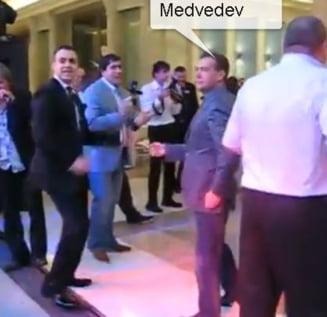 Se intampla si la rusi: presedintele Dimitri Medvedev, in miscari de dans (Video)