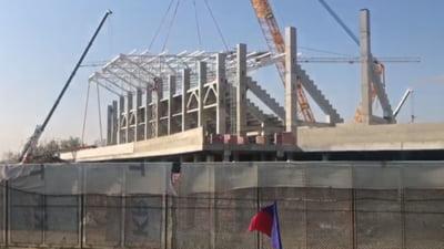 Se monteaza acoperisul la noul stadion Steaua