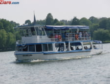 Se-ntampla in Bucuresti: Un barbat gol pusca a intrat la lacul Herastrau sa prinda o lebada