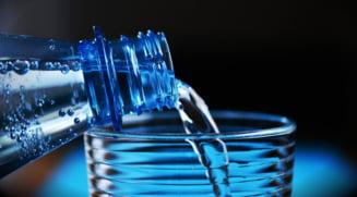 Se pregatesc noi reguli pentru apa imbuteliata. Iata ce va scrie pe eticheta