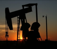 Se scumpeste benzina! Prima reducere a productiei din ultimii 8 ani a crescut pretul petrolului