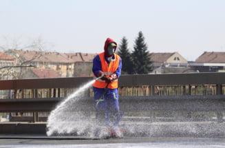 Se spala strazile din Satu Mare! Firma de salubrizare a refuzat, spalarea o face Apaserv (Foto)
