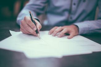 Se strang semnaturi pentru locale: Pe cate liste ai voie sa semnezi?