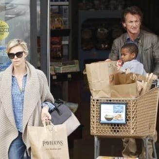 Sean Penn face un gest curajos: Adopta copilul iubitei sale