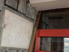 """Sebastian Ghita, pomenit drept """"ctitor"""" pe fatada unei celebre cabane abandonate in Bucegi. """"Telecabina este detinuta de alt om de afaceri, mogul de presa, inculpat"""""""
