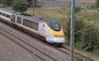 Sechestrati in trenul Eurostar: Sute de oameni au petrecut noaptea in camp