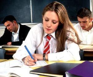 Secretara unui liceu din Oradea, urmarita penal pentru falsificare de foi matricole