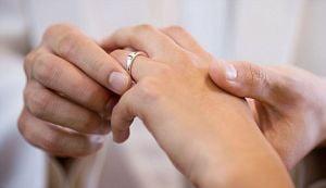 Secretul unui mariaj fericit: sotie mai tanara, dar mai desteapta