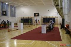 Sectiile de votare, goale in prima zi de referendum: prezenta de 5,72%, aglomeratie la urnele mobile si pe listele suplimentare