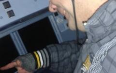Securitate made in Romania: S-a suit fara bilet in avion si a facut selfie in cabina pilotului