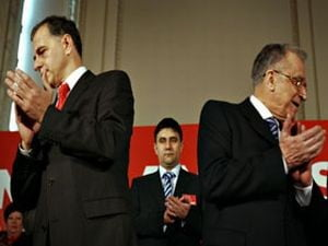 Sedinta PSD a bruiat semnalul telefoanelor jurnalistilor