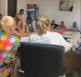 Sedinta cu apel la 112 la Popesti-Leordeni. Filmat de USR, viceprimarul invoca GDPR-ul: Poate sunt certat cu fosta sotie si nu vreau sa dea de mine (Video)