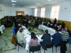 Sedinta cu huiduieli la adresa PSD-ului, la Lungesti