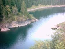 Seful Salvamont Romania a cazut cu masina intr-un lac din Bucegi (Video)