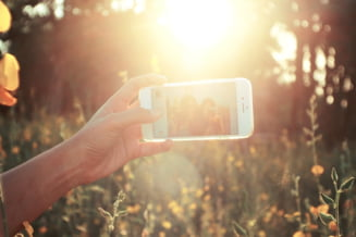 Selfie-ul poate dauna sanatatii. Ce risca cei care isi fac poza dupa poza