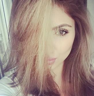 Selfie-urile ar putea provoca aparitia unor riduri fine si mici pete pe fata
