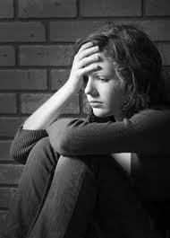 Semne si simptome ca un adolescent consuma droguri