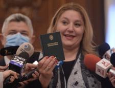 """Senatoarea AUR Sosoaca, circ anti-masca, anunta plangeri penale si procese. """"Sa se verifice toate mastile din Parlamentul Romaniei. Cred ca nu stiu cu cine se pun"""""""