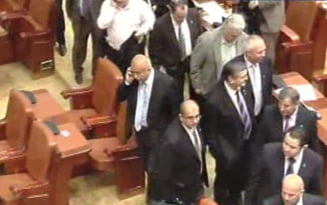 Senator PNL: 32 de parlamentari ai Puterii se pregatesc sa tradeze