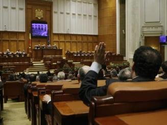 Senatorii au aprobat cererea de reexaminare a unei legi, trimisa de Basescu