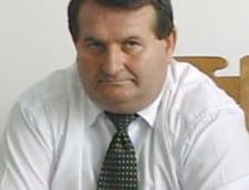 Senatorul Ilie Petrescu a plecat la PC cu mobilierul PRM