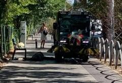 """Senatorul USR Vlad Alexandrescu reclama o situatie scandaloasa care s-ar fi petrecut in Sectorul 3: """"Un om a lesinat pe strada. Masina de maturat trece cu peria peste el"""""""