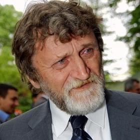 Senatorul Vasile Ion a fost huiduit pe holurile Parlamentului