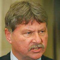 Senatorul Verestoy Attila, operat pentru fractura la picior