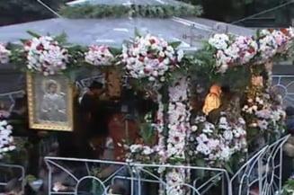 """Sfanta Parascheva - zi de sarbatoare si de """"cuvioasa"""" imbulzeala"""