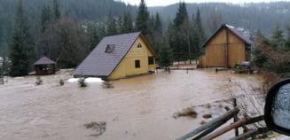 Sfaturi: Ce masuri preventive trebuie luate cand este Cod Portocaliu hidrologic si meteorologic?