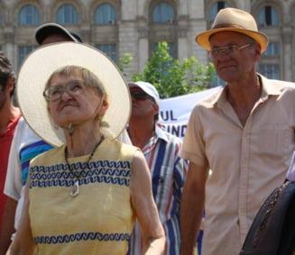 Si Letonia a taiat pensiile pe motiv de criza, dar a trebuit sa dea toti banii inapoi