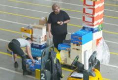 Si-au surprins angajatii cu o farsa de zile mari: Micutzu le-a dat peste cap tot depozitul!