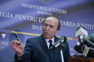Si din PSD se cere demisia lui Toader: Un ministru al Justitiei nu sta ca un copil pe Facebook. Iohannis are dreptate