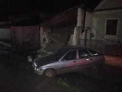 Sibiu: A fost prins soferul care a fugit de la locul accidentului, dupa ce a intrat cu masina intr-o casa - UPDATE