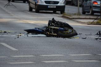 Sibiu: Sase persoane au fost ranite intr-un accident, dupa ce o motocicleta a intrat intr-un autoturism