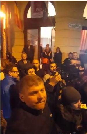 Sibiul nu e Teleorman! Asteptati cu proteste la sediul de partid, Dragnea si Tudose s-au refugiat la hotel (Video)