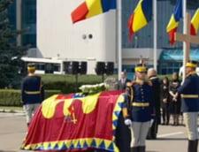 Sicriul cu trupul neinsufletit al reginei Ana a ajuns in Romania (Foto) UPDATE