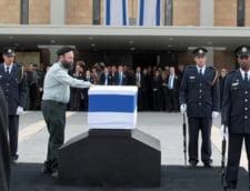 Sicriul lui Ariel Sharon in fata Parlamentului