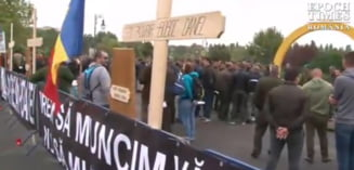 Silvicultorii protesteaza, la Parlament, cu cruci si sicrie: Ne-ati batjocorit, ne-ati omorat!