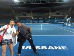 Simona Halep a ajuns la Brisbane. Fotografie amuzanta cu Daren Cahill