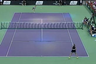 Simona Halep a invins-o pe Daniela Hantuchova la Sports Festival, intr-un meci in care Darren Cahill a facut show