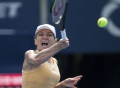 Simona Halep o spulbera pe Svetlana Kuznetsova si avanseaza in sferturi la Rogers Cup