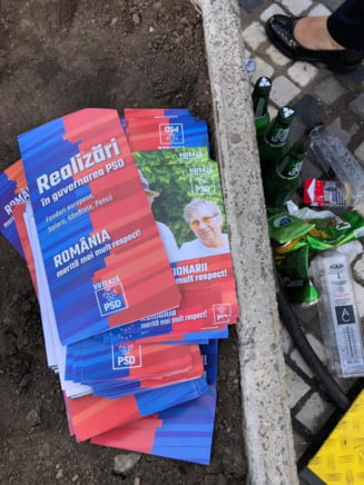 Simpatizantii PSD au lasat in urma lor, pe strazile din Iasi, mormane de gunoaie si pancarte (Foto)