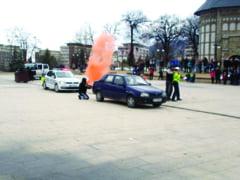 Simulare: Politist luat ostatic la Curtea Domneasca