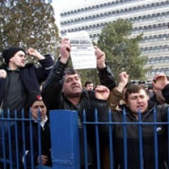 Sindicalistii de la Dacia decid daca intrerup greva