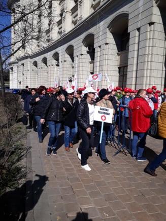 Sindicalistii din Sanatate au protestat in fata Ministerului de Finante: Nu e drept sa fim pedepsiti