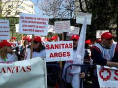 Sindicalistii din Sanatate protesteaza: Voi ne-ati mintit intru totul, noi va pedepsim cu votul! (Foto)