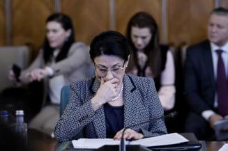 Sindicalistii din invatamant picheteza Ministerul Educatiei. Imagini de la protest (Video)
