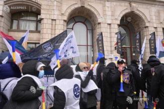 Sindicatele acuza Guvernul ca pregateste concedieri in sistemul public si taierea sporurilor